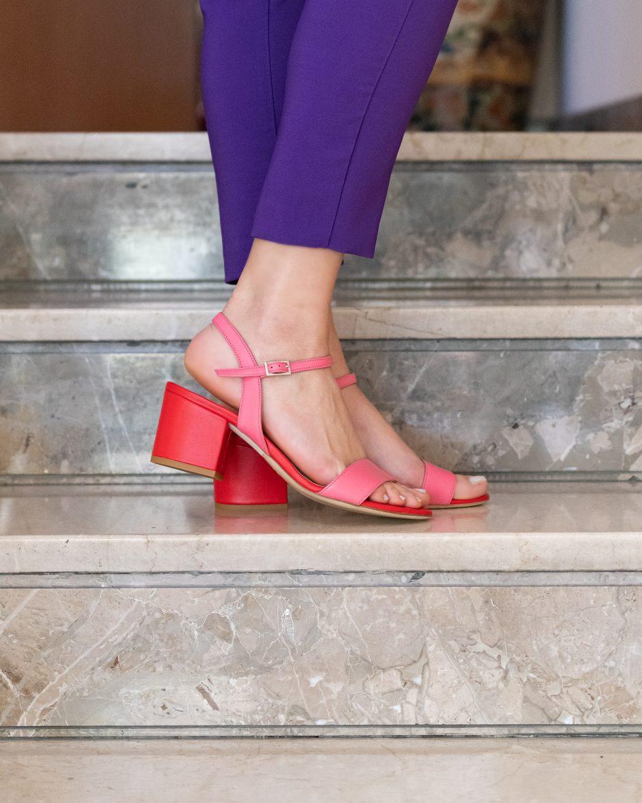 sandali rosa e rossi